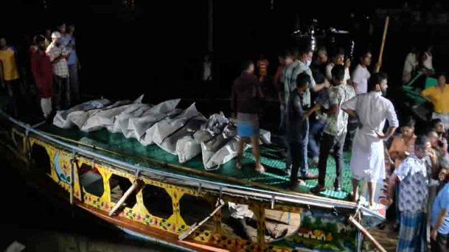 ব্রাহ্মণবাড়িয়ায় নৌকাডুবি: দেড় ঘন্টা পর ফায়ার সার্ভিস ও ৭ ঘন্টা পর ডুবুরি হাজির