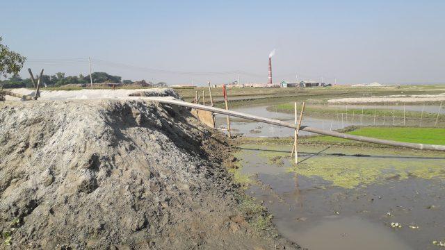 সরাইলে নদীর পাশে মাটি ভরাট করে আশ্রয়ণ প্রকল্প